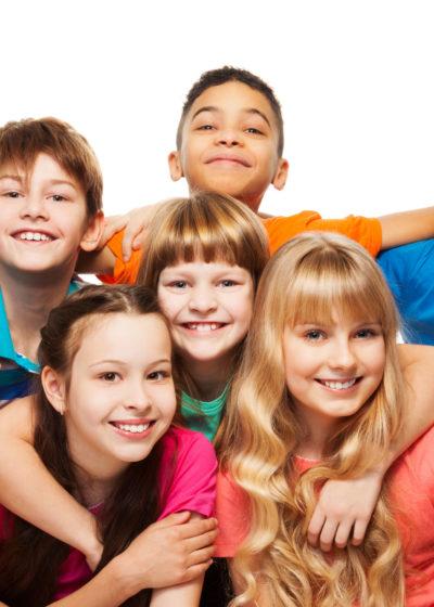 fonds-ecran-groupe-enfants-qui-s-amuse-07-2.jpg