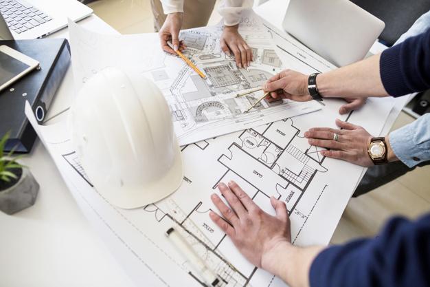 architecte-architectes-discutant-table-blueprint_23-2147842977.jpg