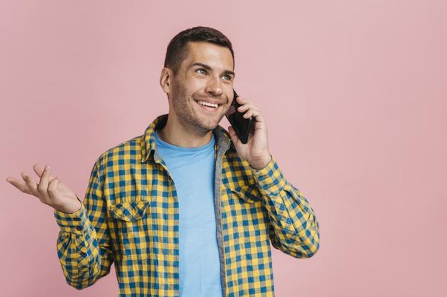 homme-parlant-au-telephone-espace-copie_23-2148221857-2.jpg